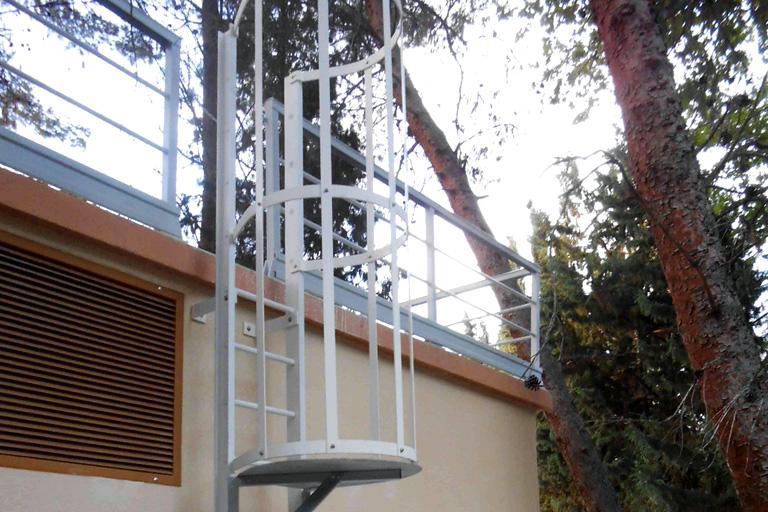 Escalera en PRFV vertical