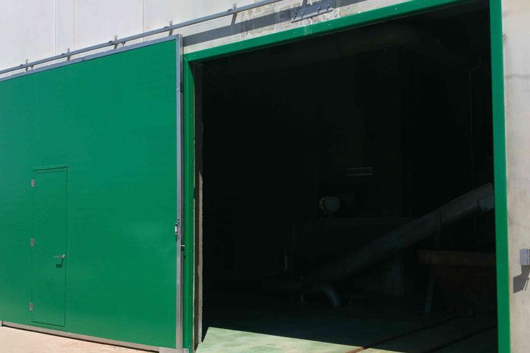 Puerta de Panel en polipropileno o Sandwich PRFV, con bastidor y guías inox
