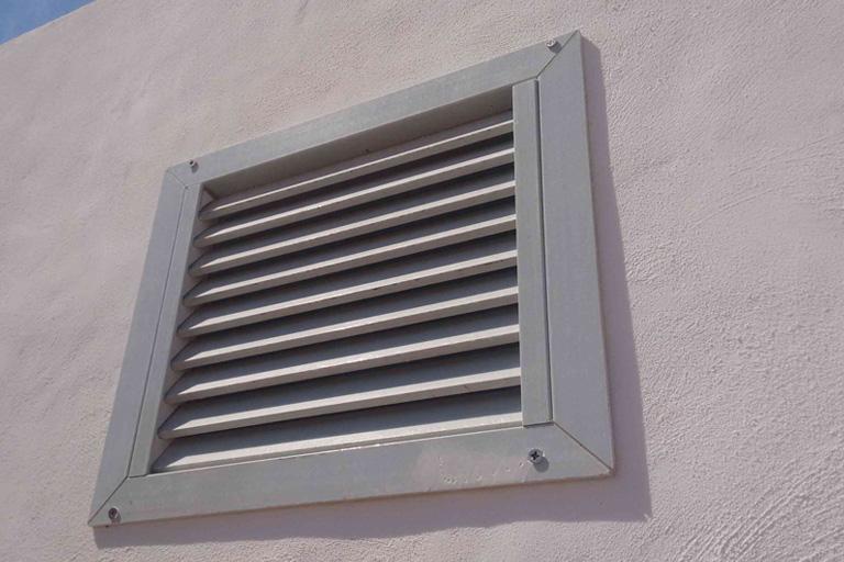 Rejillas,  ventanas o ventilaciones de lamas PRFV